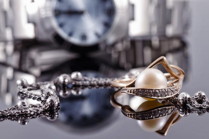 Pomysł na prezent na dzień chłopaka - męska biżuteria Lotus, Tommy Hilfiger i Police