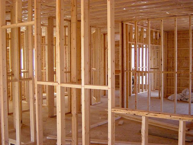 Czy warto oszczędzać na budowie domu